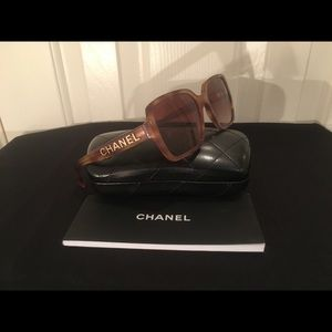 💛$550. Chanel current style Tortoise Square!Mint!